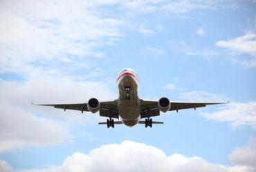airplane-landing-370x250.jpg